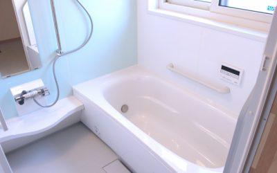 新しい物件の多くの浴室には鏡が設置されているかと思います