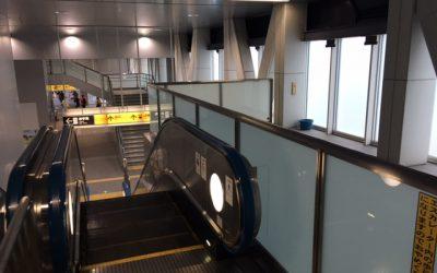 日暮里舎人ライナー西日暮里駅ホームから改札へ向かうエスカレーター3