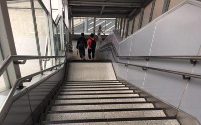 西日暮里駅 陸橋階段 上りはエスカレーターあり!