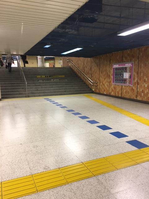都営三田線から都営新宿線へ乗り換え
