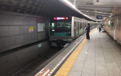 千代田線「国会議事堂前」のホーム