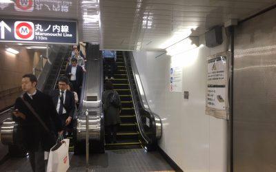 千代田線「国会議事堂前」のホーム 最初のエスカレーター
