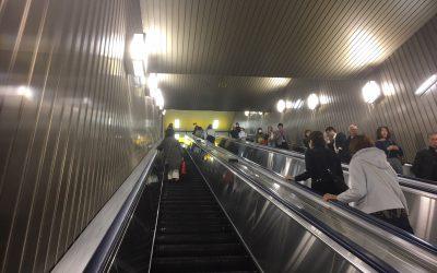 都営新宿線「新宿駅」エスカレーター