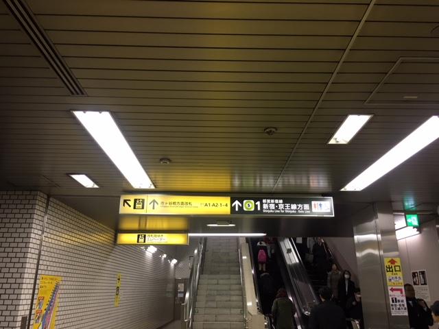 都営新宿線市ヶ谷駅 1番線ホーム乗り換え